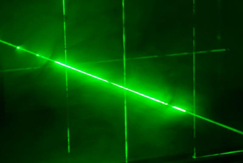 CAGE, Laser, Metall, Nebelmaschine, 200 x 200 cm, Höhe variabel