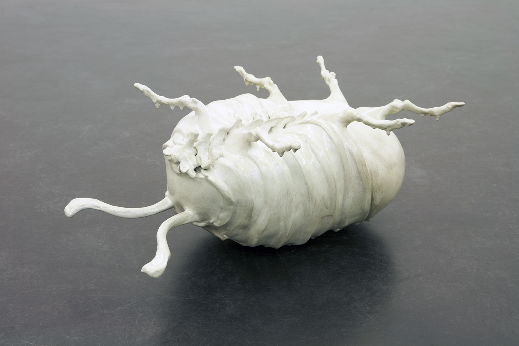 Yvonne Roeb: Käfer, 2009 Gips, Harz, Lack, 50 x 34,5 x 22 cm