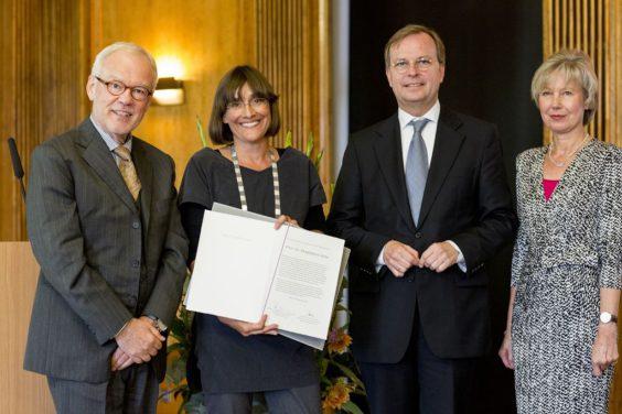 Prof. Stephan Kaufmann, Prof. Magdalena Götz, Parlamentarischer Staatssekretär Thomas Rachel - Ernst Schering Award Ceremony 2014