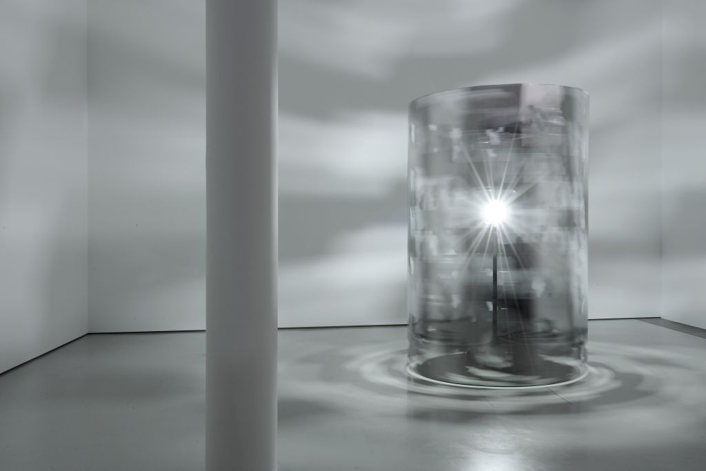 Carsten Nicolai: rota, exhibition at the Schering Stiftung project space, 2009