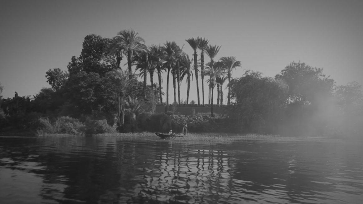 Wael Shawky, Al Araba Al Madfuna, 2012 Video, schwarz-weiß, 21 Min., Videostill
