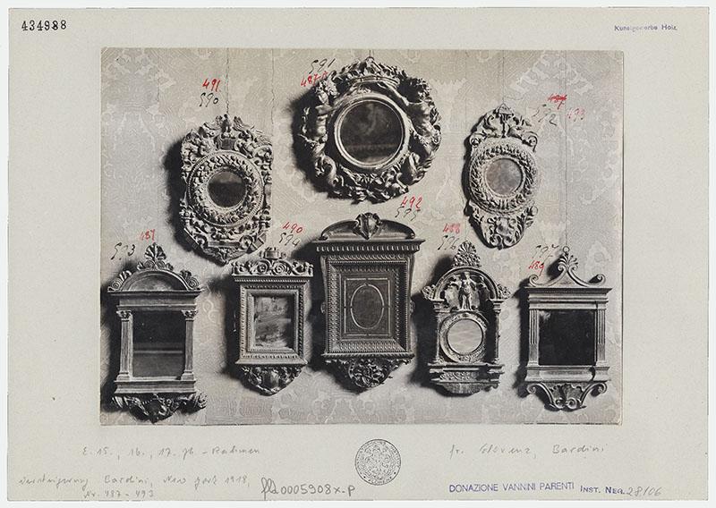 Nicht identifizierter Fotograf, Acht Spiegelrahmen, Silbergelatinepapier auf Karton, Nachlass Elia Volpi, um 1900, Kunsthistorisches Institut in Florenz – Max-Planck-Institut