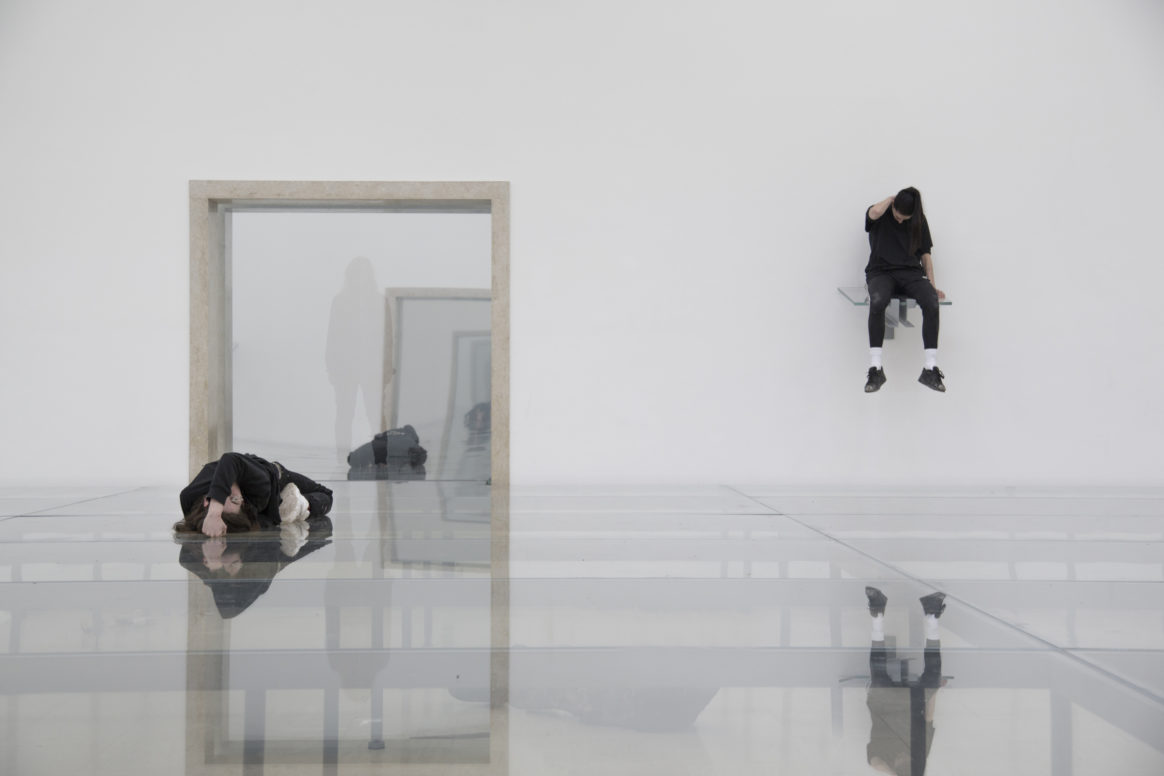 Eliza Douglas und Franziska Aigner in Anne Imhof, Faust, 2017, Deutscher Pavillon, 57. Internationale Kunstausstellung– La Biennale di Venezia
