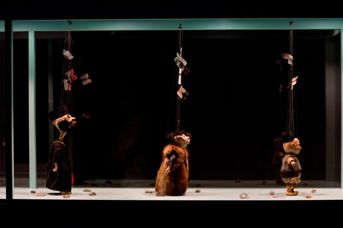 Wael Shawky, Al Araba Al Madfuna, Ausstellungsansicht