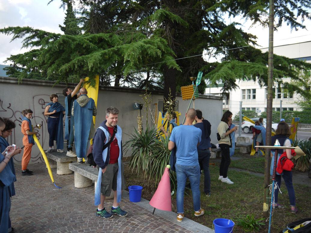 """projekt bauhaus: Brave New Alps & Jesko Feuer mit Öffentliche Gestaltungsberatung, """"Parata"""" in Rovereto, Italien"""