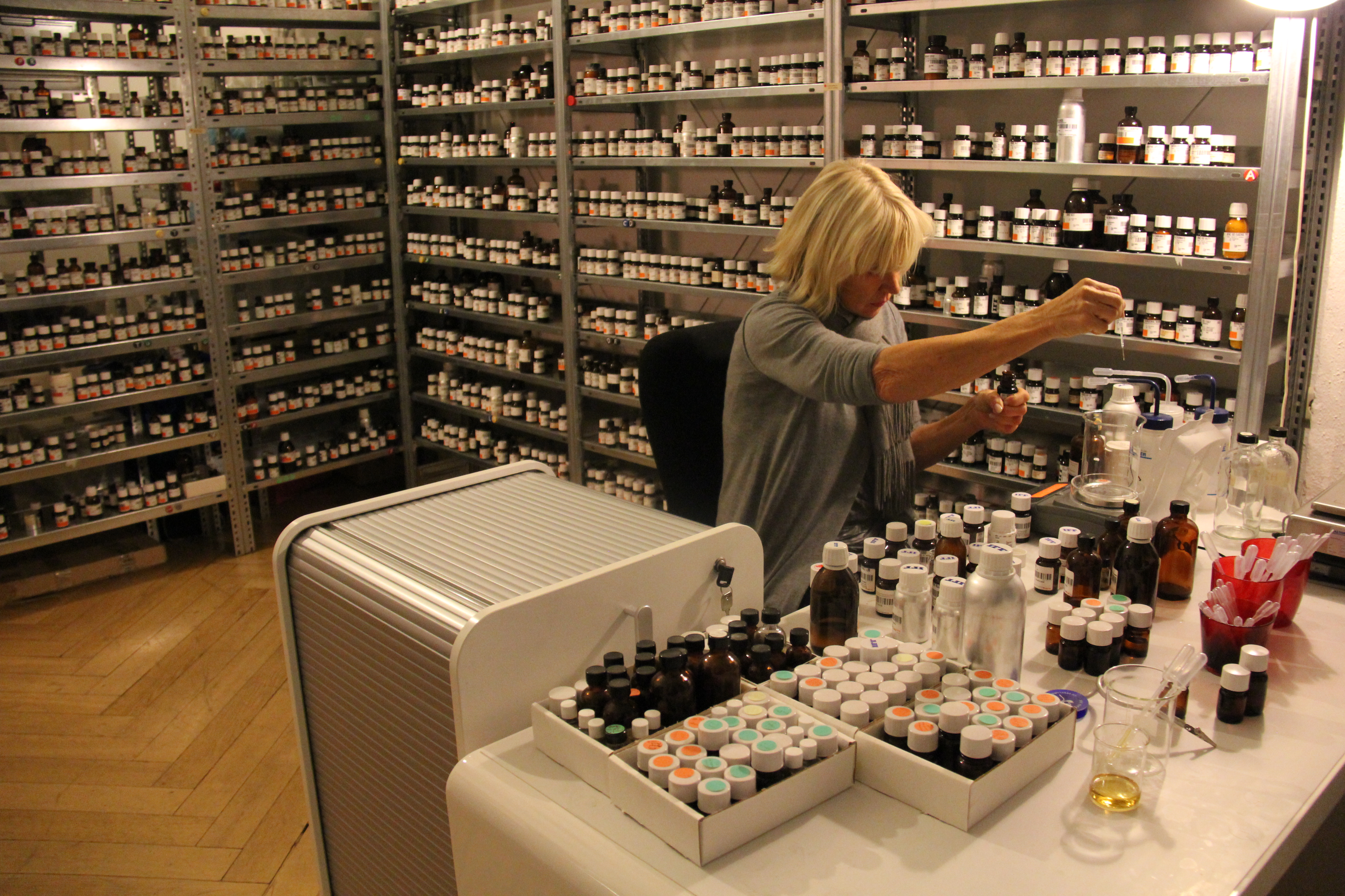 Sissel Tolaas im Smell Re_search Lab, Berlin-Wilmersdorf, 2009