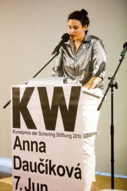 Die Künstlerin Anna Daučíková erhält am 05.06.2019 den Kunstpreis der Schering Stiftung im Tschechischen Zentrum Berlin, sie zeigt ein neues Werk sowie ältere Arbeiten in einer Einzelausstellung in den KW Institute for Contemporary Art, Vorbesichtigung der Ausstellung vor der Preisverleihung.