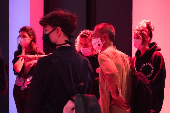 """Ausstellungseröffnung, Hyphen Labs """"PushMi PullYu""""  11.09.2020,  Schering Stiftung, die Künstlerinnen mit Clare Molloy (Gropius Bau) und Künstler Zheng Bo"""