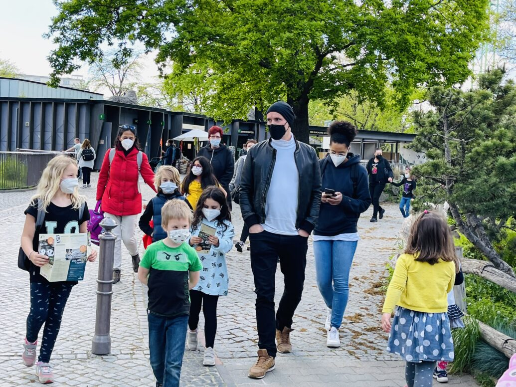 Teilnehmende Kinder beim Ausflug in den Berliner Zoo am 20. Mai 2021